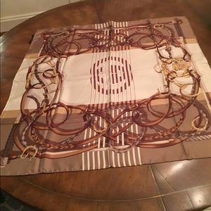 Gucci silk scarf, 34 x 34